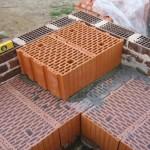 Применение в строительстве и особенности кладки керамических блоков