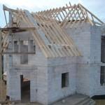 как крепить крышу на газоблок