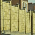 как можно покрасить забор из шлакоблока