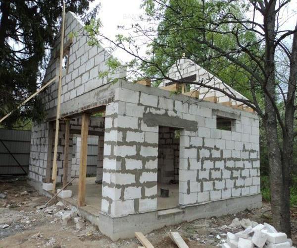 начало строительства бани из газосиликатных блоков