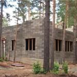 начало строительства дома из бризолита