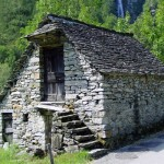 дом, построенный из бутового камня 4