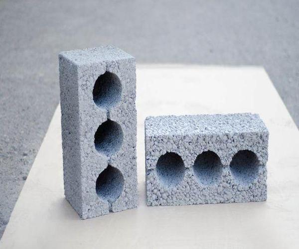 керамзитобетонный блок с пустотами