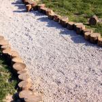 садовая дорожка, выполненная из гравийного щебня 2