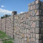 забор, построенный из бутового камня №2