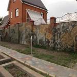 забор, построенный из бутового камня №3
