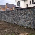 забор, построенный из бутового камня №6