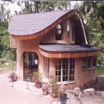 Дом, построенный из глины и соломы №3