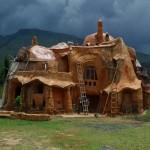 Дом, построенный из глины и соломы №4