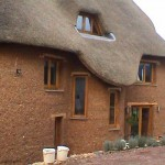 Дом, построенный из глины и соломы №5