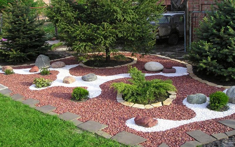 оформление природным гравием в саду