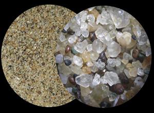 зерна строительного песка под микроскопом