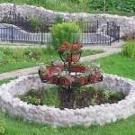 Клумба из камней и цемента №2