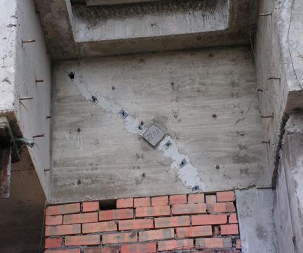 использование водостойкого безусадочного цемента