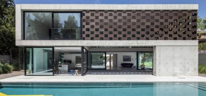 Дома с перворированным фасадом