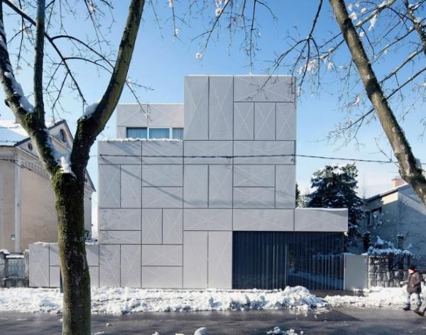 Жилой дом с перфарированным фасадом в Словении