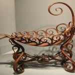 Декоративный элемент из гнутой древесины
