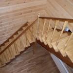 как выглядит лестница из древесины лиственницы