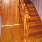 как выглядит лестница из массива сосны