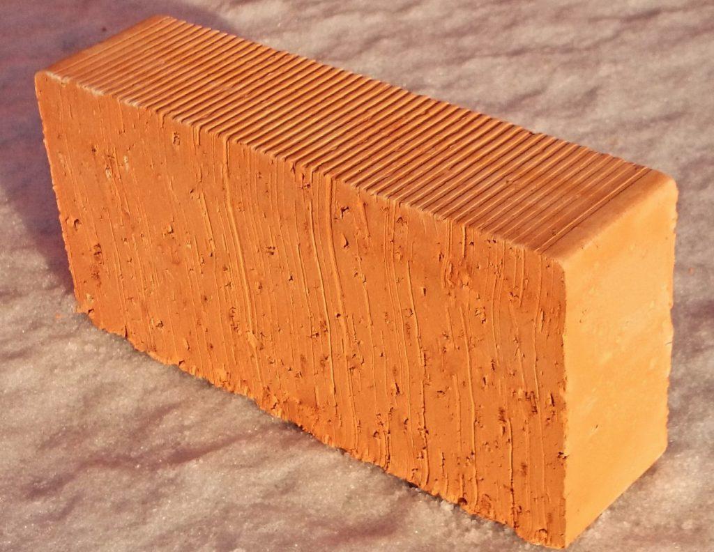 Красный керамический полнотелый кирпич