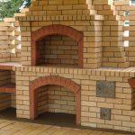 Красный огнеупорный  кирпич для печей: особенности и секреты строительства