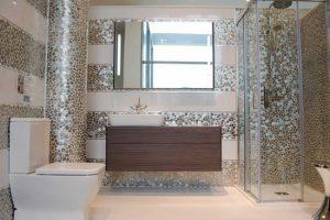 Современная ванна комната в кафеле